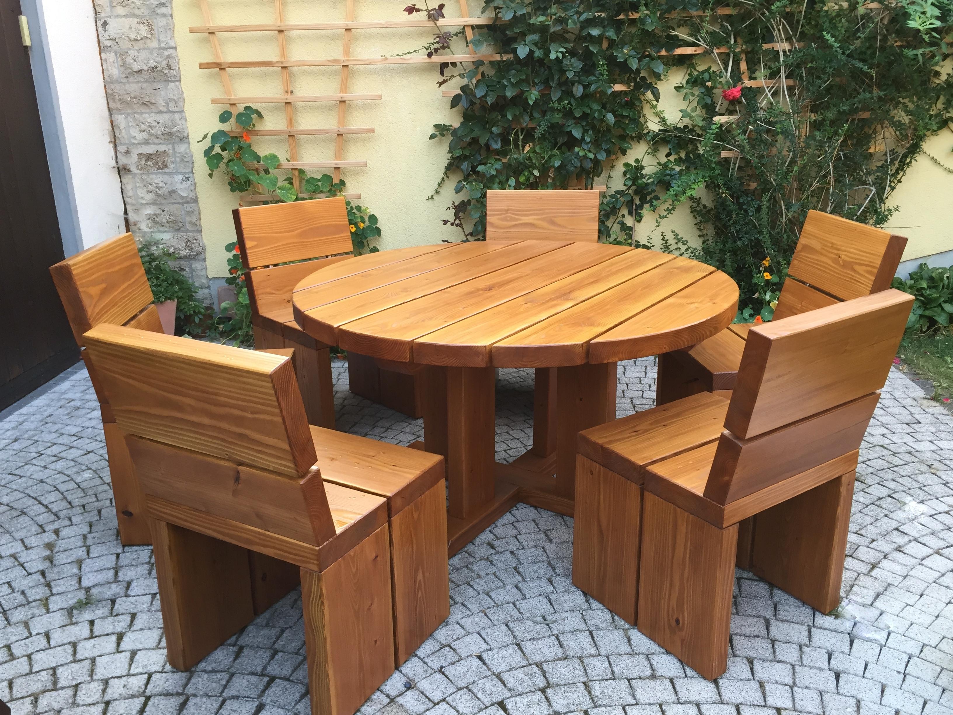 sitzgruppe mit rundem tisch in douglasie scholz holz. Black Bedroom Furniture Sets. Home Design Ideas